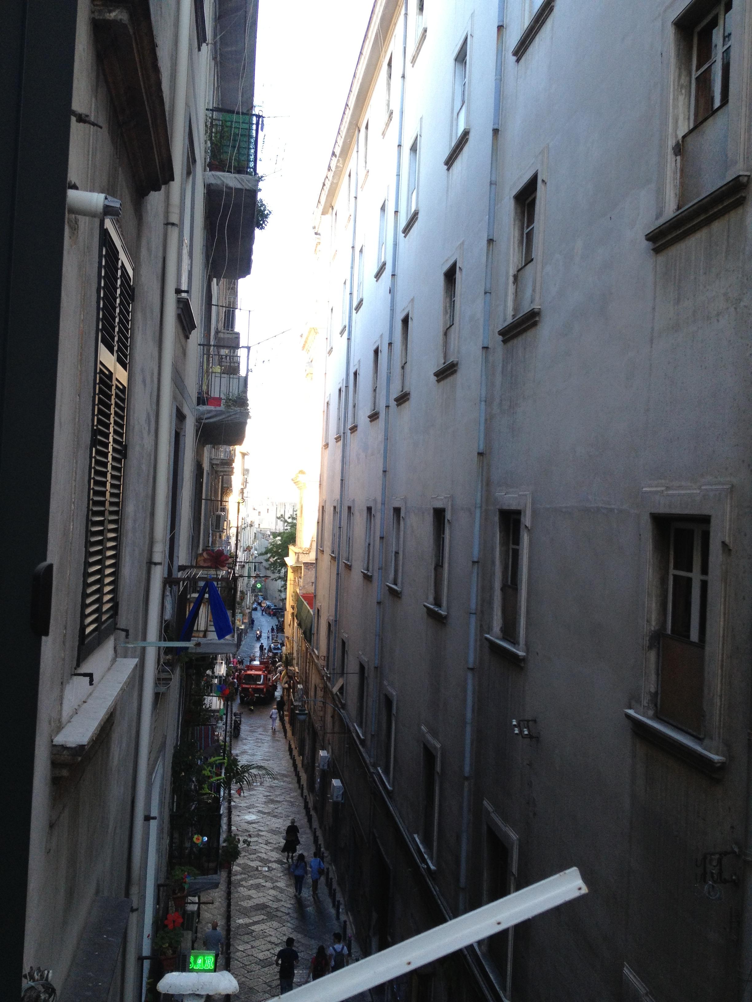 Appartamento ristrutturato nel centro storico di napoli for Case in vendita napoli centro