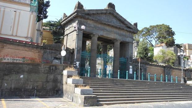800px-Cimitero_Poggioreale_ingresso